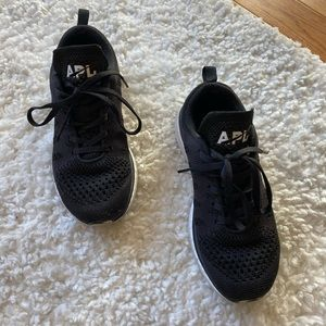 APL black running shoes sz 6.5